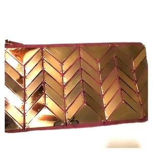 Mirrored clutch